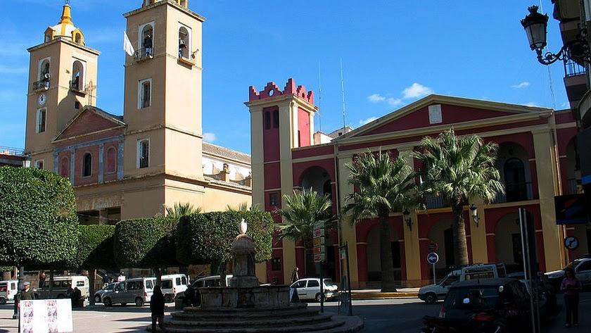 Plaza del Ayuntamiento y la Iglesia de Berja.