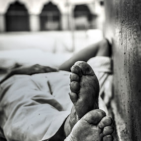 The traveler  by Gaurav Bhave - Black & White Street & Candid