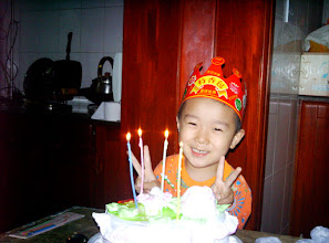 Photo: old photos from emakingir: baby son, warrenzh, Hope of China, in his birthday with cake.
