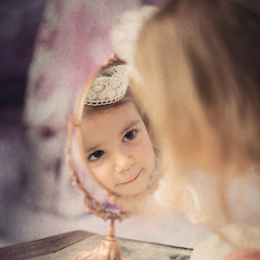 The Miror by Lazarina Karaivanova - Babies & Children Child Portraits ( gitl miror )