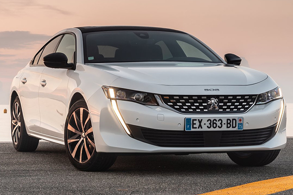 angular-front-of-peugeot-508