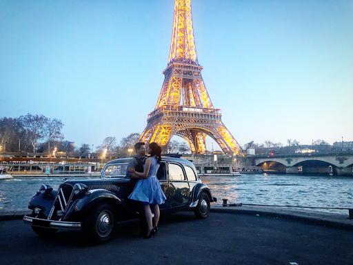 Discover Paris in vintage car