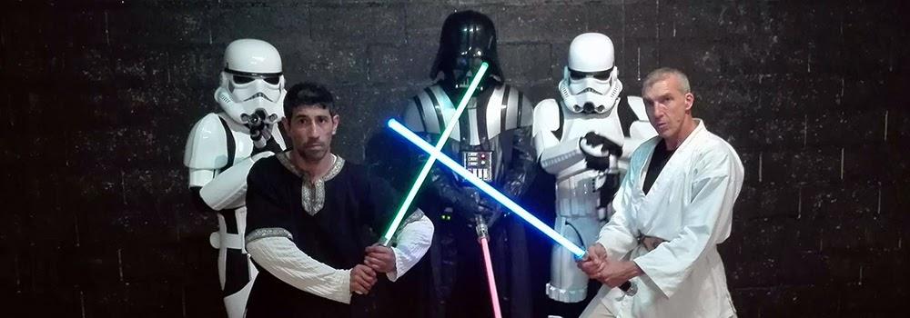 Spectacle – Star Wars theme : SW Destructuration. Création : Alexis DIENNA, régleur cascades. Escrime Cascade : https://www.escrimecascade.com/