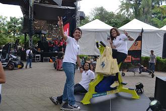Photo: Paulo, Juan Sebastián y Marisol pedalean con energía