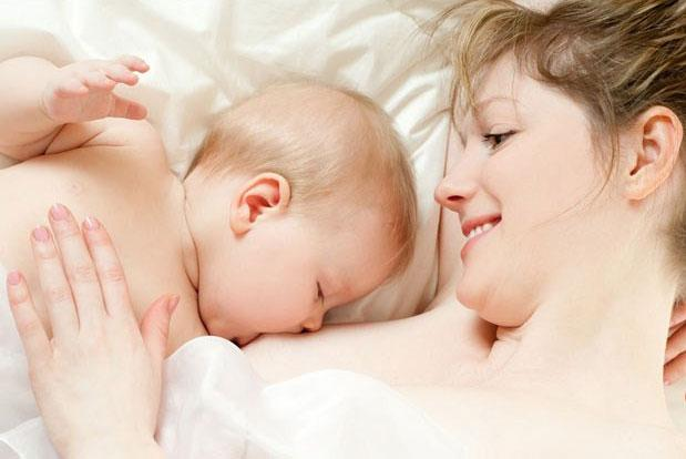 Bỏ túi kiến thức chăm sóc trẻ nhỏ sơ sinh trong tháng đầu đời