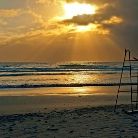 Good morning to the early riser by Johan Mocke - Landscapes Sunsets & Sunrises ( waves, stool, sea, sunrize, life saver )