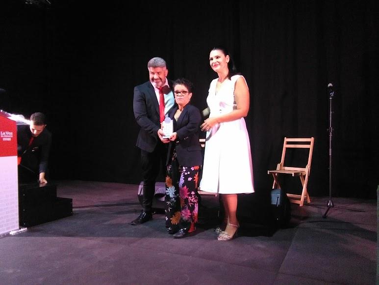 Ana Puga, directora del Centro de Día de Fiñana, ha recogido el Premio Innovación.