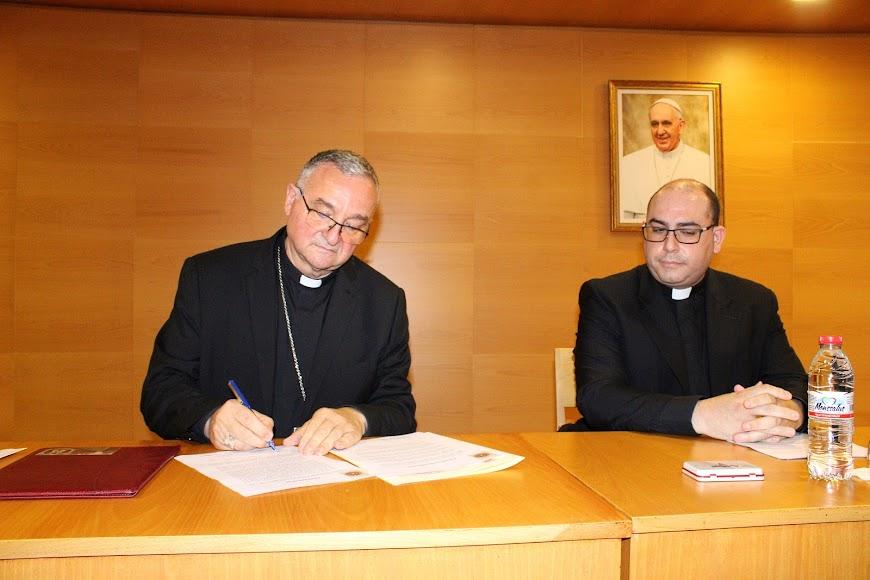 Firma del obispo coadjutor del nombramiento del canciller.