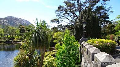 Photo: Näkymä länteen Kylemoren luostarin kivipihalta.