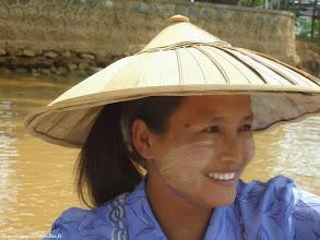 Photo: Birmanie-Lac Inlé. Le sourire d'une Birmane dans le village Inn Dein