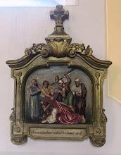 Photo: *VII. stáció: Jézus másodszor esik el a kereszt terhe alatt A mi gonoszságainkért sebesíttetett meg, a mi bűneinkért töretett össze (Iz 53,5)