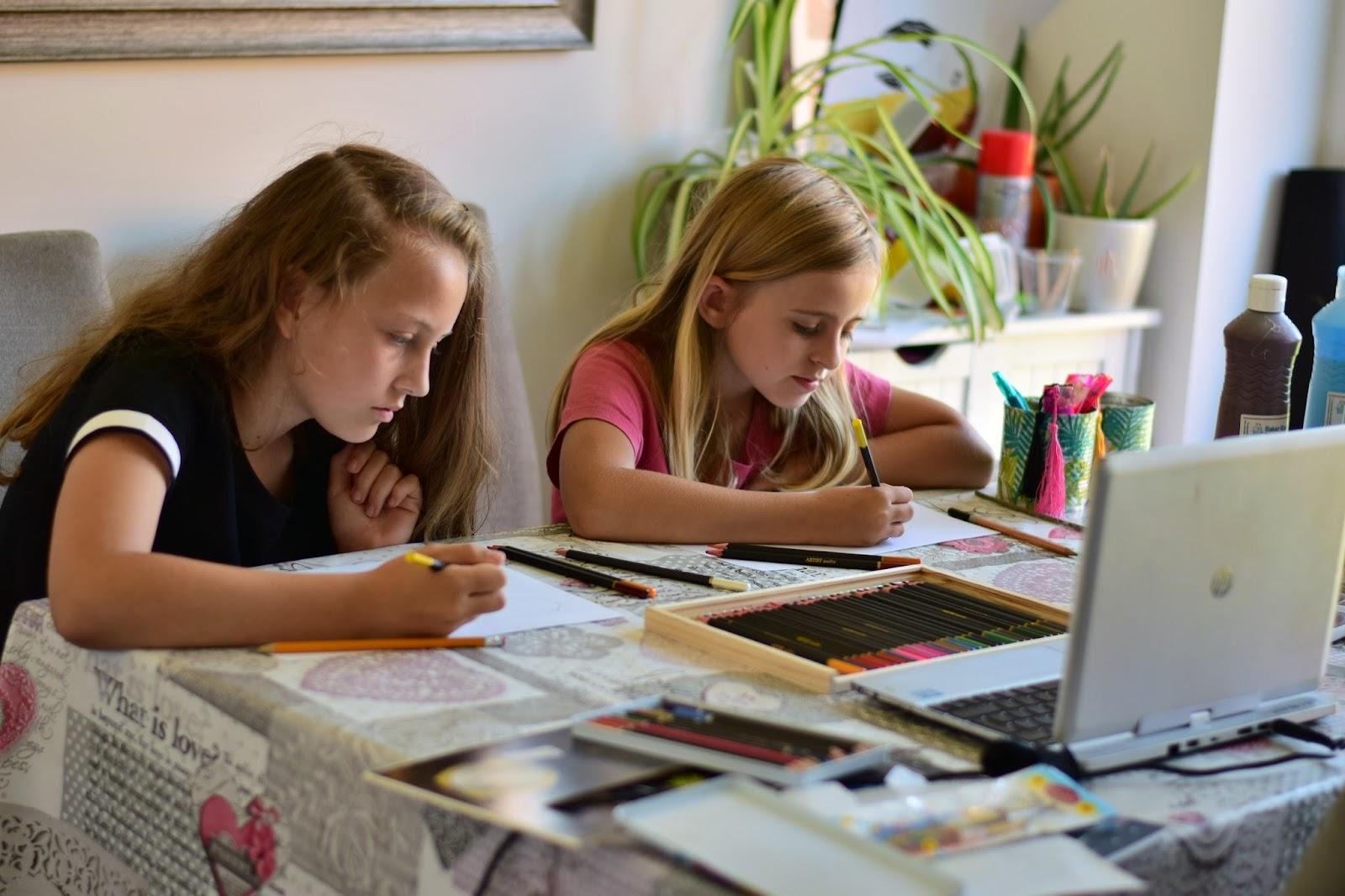 """(<img alt=""""kids virtual art class"""">)"""