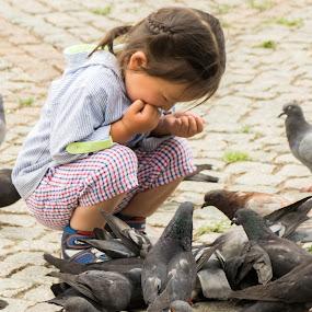 Mongolian Kids by Pilar Gonzalez - Babies & Children Children Candids ( pigeons, feeding, mongolia, ulanbatoor, fun, kids,  )