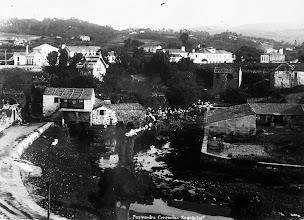 Photo: Muíño do Peilán e lavadoiro aínda sen cubrir.