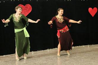 Photo: Bint El Sultan (kor. N. Ben Abdallah, tanssijat M. Koskinen, R. Räsänen)