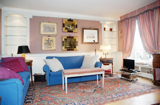 Living room at 1 bedroom Apartment Next to Eiffel Tower