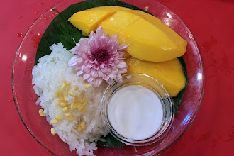 "Photo: sticky rice and mango (""kao niow mamuang""), Toh Plue restaurant at Chatuchak weekend bazaar"