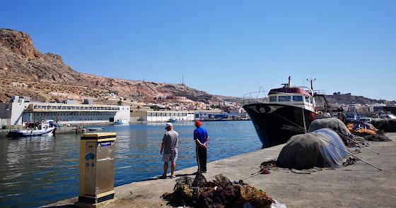 Solo sobrevivirá un astillero en el Puerto de Almería