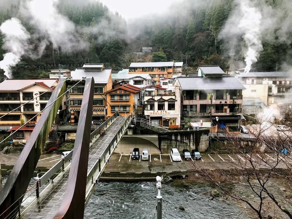 杖立橋と温泉街