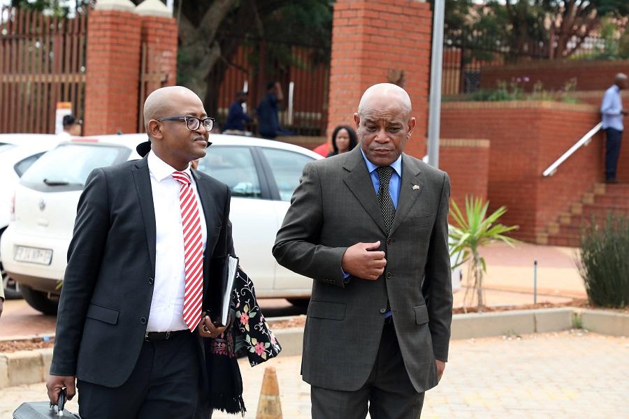 Sakeman skuldig daaraan dat hy k-woord gebruik het om die voormalige vriend Fani Titi - SowetanLIVE Sunday World te beskryf