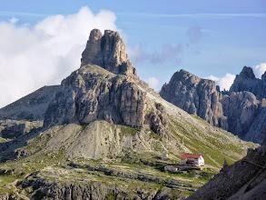 Photo: Rifugio Drei Zinnen e torre di Toblin