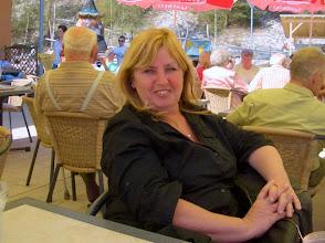 Photo: Pause in Hirschau: Karin geniesst den Schatten im Garten der Cafeteria