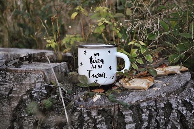 """Dostupné motívy: 1-""""na túru aj na Turú"""" 2-""""milujem ťa od meštianky po husitskú"""" 3-""""ľúbim ťa jak (koňa) TURA"""" 4-""""si kávou v mojom hrnčeku, medík v mojom čajíku"""""""