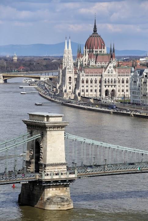 Widok na Parlament i Most Łańcuchowy, Budapeszt