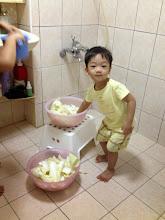 Photo: 幫忙洗菜