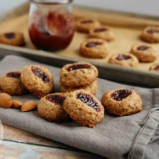 Healthy Almond Raspberry Thumbprint Cookies (vegan, gluten-free, no refined sugar).