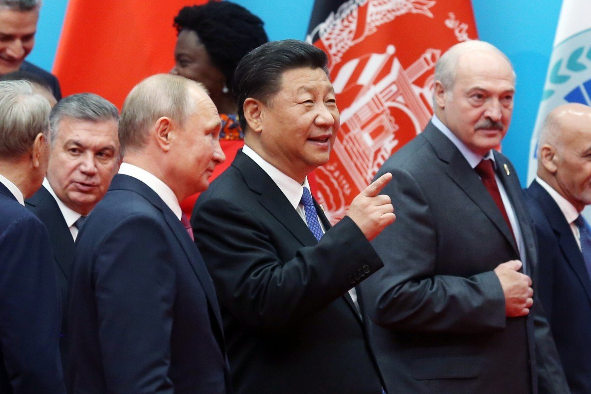 Chinese President Xi Jinping stands between Russian President Vladimir Putin and Belarusian President Alexander at the Shanghai Cooperation Organisation summit in 2018. Photo: EPA-EFE