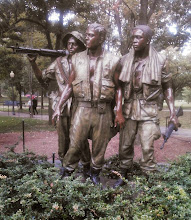 Photo: Monument of the three soldiers