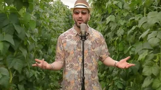 """Rap en el invernadero: """"Siempre ligo porque tengo 20 hectáreas en El Ejido"""""""