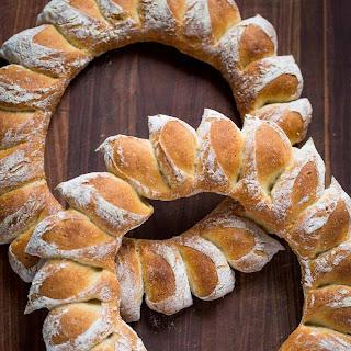 DIY Wreath Bread (VIDEO).