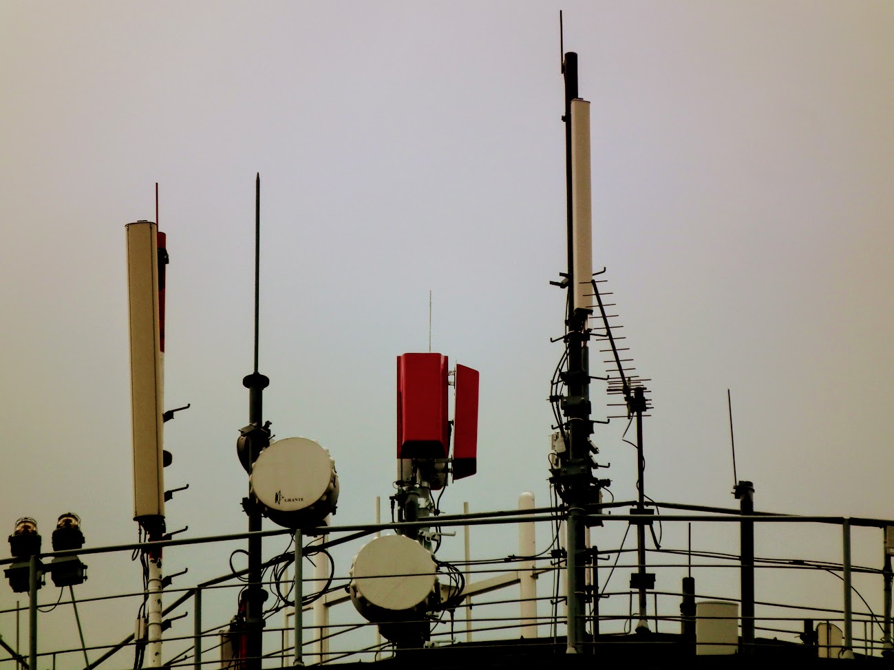 Kecskemét/víztorony, Ipoly utca - DVB-T gapfiller+helyi URH-FM adóállomás