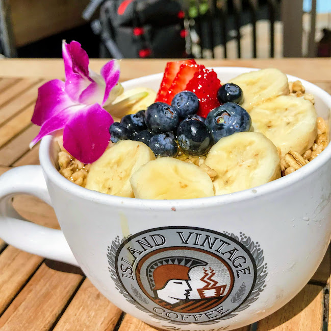 Original açai bowl with strawberry, blueberry, local banana, Big Island organic honey, and organic granola, Island Vintage Coffee (Honolulu)