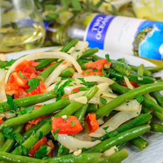 Fresh Green Beans with Tomato & Onion.