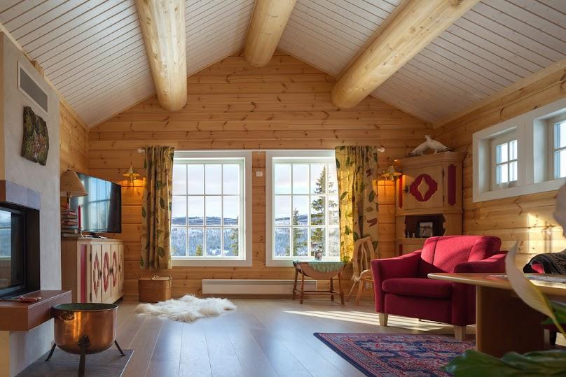 Salon w domu z bali