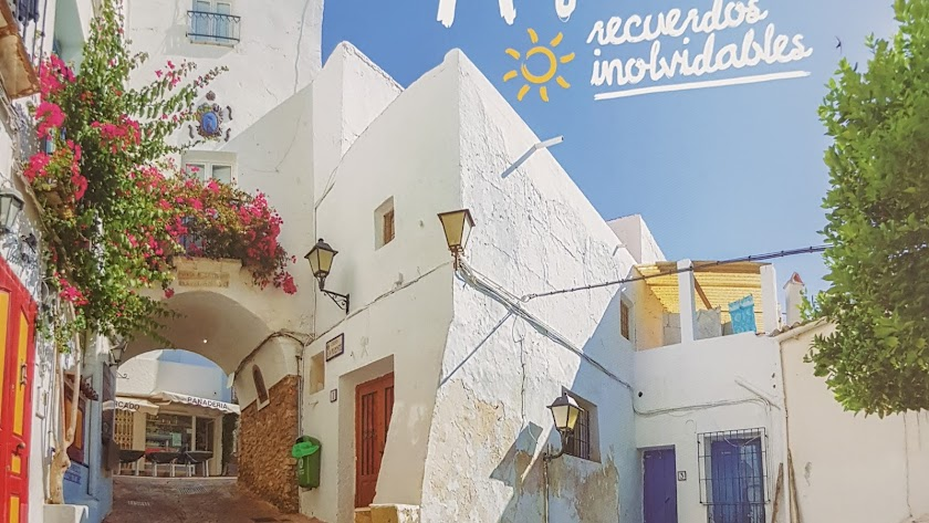 'Mojácar,  recuerdos inolvidables', el mensaje del nuevo cartel promocional.