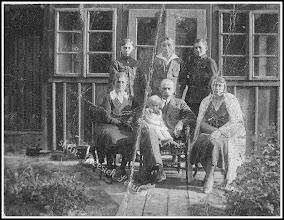 Photo: Rodzina rudnicka, zdjęcie z lat 20 lub 30 (z domowego archiwum Rodziny Urbanów)
