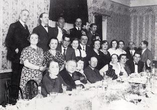 Photo: Toldra en un homenatge a Pau Casals al bar Monumental, al carrer Salmerón, la nit de San Joan de 1934 © Biblioteca de l'Orfeó Català