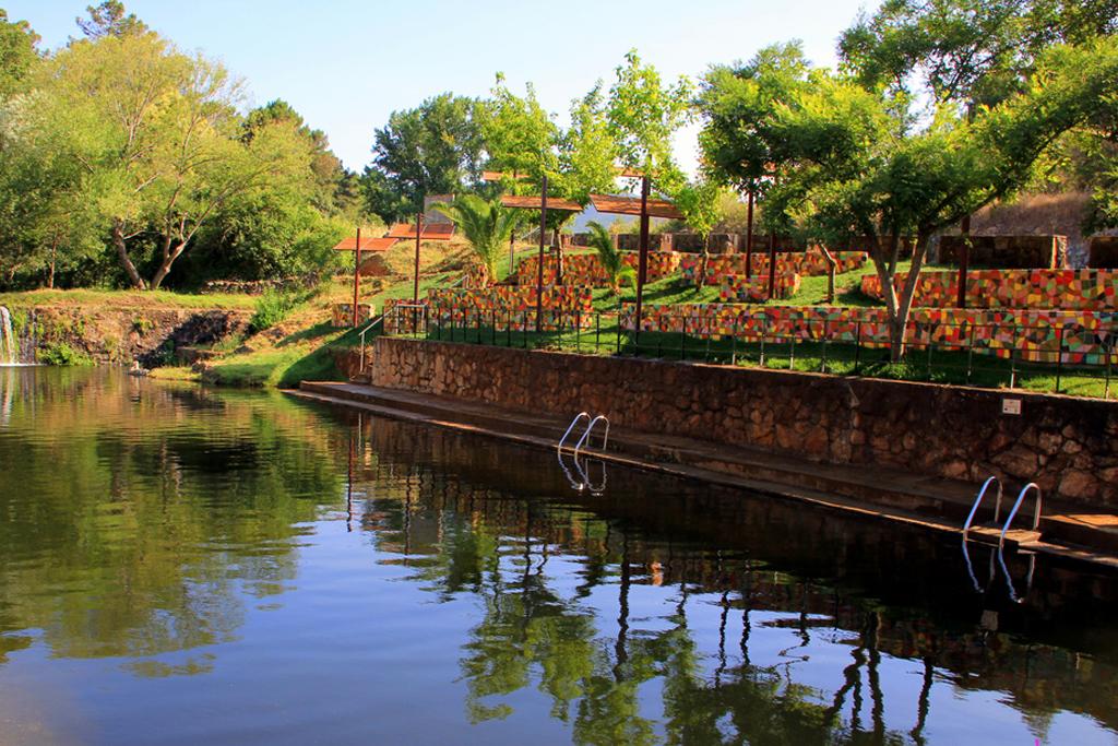 No vas a encontrar una piscina natural más original que esta en ningún lugar de España