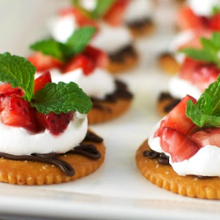 Chocolate and Cream Strawberry Snacks