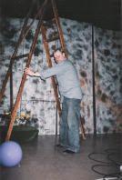Photo: Lasse - ideologi ja ohjaaja - ei pelkää tehdä mitä tahansa raskasta työtä.