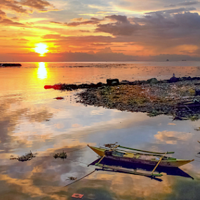 Manila Bay Sunset by Joey Tomas - Instagram & Mobile Android ( colors, mobile photos, sunset, cloud formation, seascape )