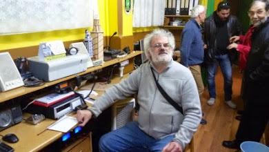 Photo: Antonio EA1CFF en el cuarto de radio de EA1RKF