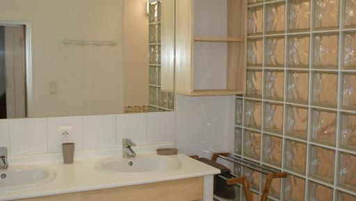 gite-le-relais-pour-4-a-5-personnes-salle-deau-a-litalienne-avec-deux-vasques-wc-independants