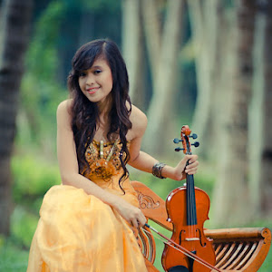 HVK_6356 - girl with violin.jpg