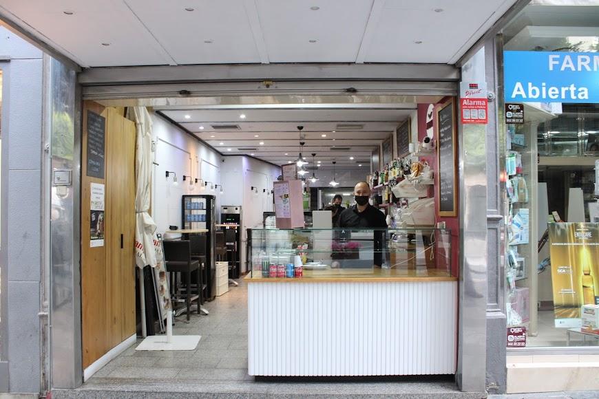 La cafetería Coimbra ultimando el cierre.