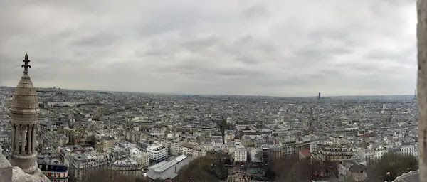 パリ観光一日コースサクレクール寺院からエッフェル塔やパリ市街を望む